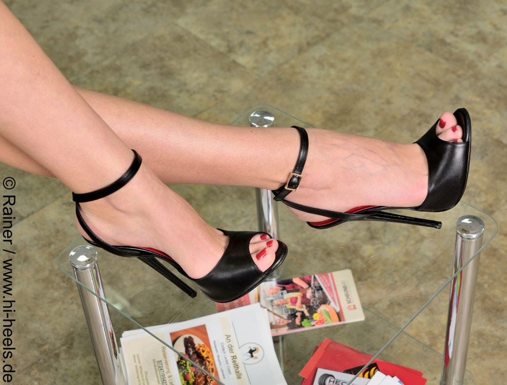 eb25559b9321f Sandals - 585-2443 - Vitello nero - extreme shoes by Fuss